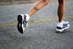 Povećana frekvencija koraka u trčanju smanjuje opterećenje na zglobove